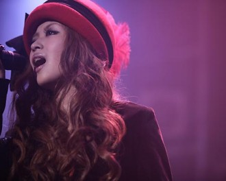 <写真>ライブで熱唱するYU-A(2011年10月15日)