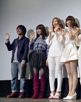 初日舞台挨拶に登場した増田有華、瑠東監督、赤い公園
