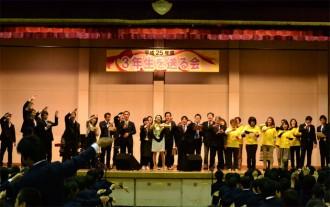 <写真>卒業イベントで合唱する一青窈