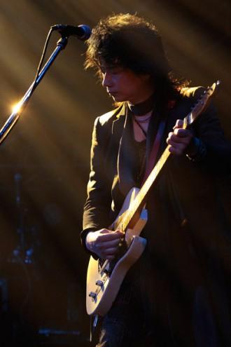<写真>渋谷公会堂ラストライブ。T-BOLANのギター五味孝氏