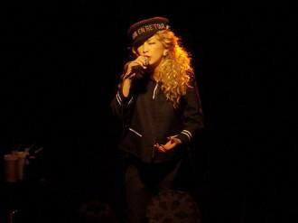 中島美嘉が招待ライブでドリカムの名曲熱唱