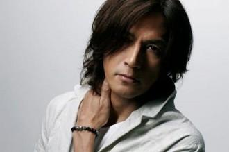 稲葉浩志のソロアルバムが初登場1位、21年ぶり快挙も
