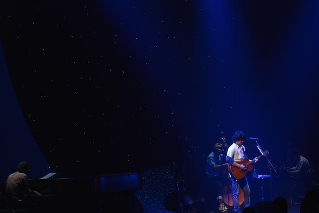 秦基博が2年ぶりアコギツアーを大阪で終演