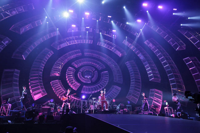 UVERworldが凱旋公演、初の京セラドームで4万人動員<1>