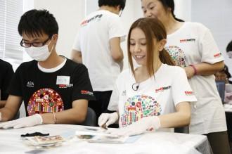 May J.が渋谷で4時間のボランティア活動に参加<1>