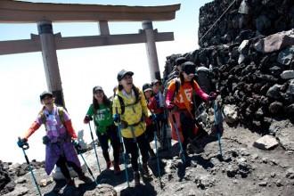 アップアップガールズ(仮)富士山登頂に成功(2014年8月7日)