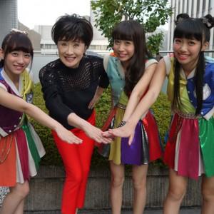 【写真】小林幸子がCheeky Paradeの取材に答える(2014年10月10日)