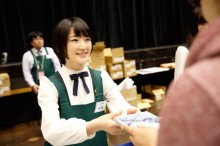 [写真]乃木坂46初アルバムお渡し会に1万人殺到(生駒里奈)