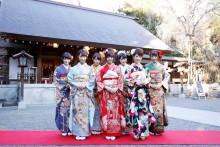 [写真]乃木坂46西野七瀬ら7人が乃木神社で成人式