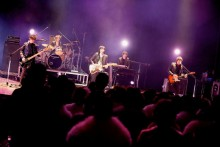 [写真]flumpoolが地元・大阪松原の成人式でライブ<1>
