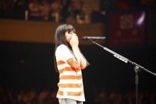 [写真]miwa感涙アコギ1本で熱唱1