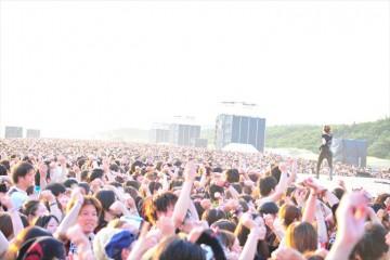 [写真]Acid Black Cherry灼熱の幕張でフリーライブ(1)