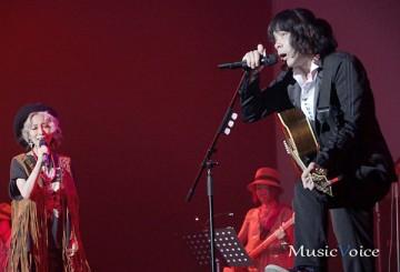 [写真]加藤ミリヤと峯田和伸の歌声に酔う(4)