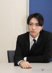[写真]デビューしたX4にインタビュー(4)