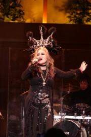 自身初の教会でのライブで歌い捧げるPERSONZ(撮影・金澤篤宏)
