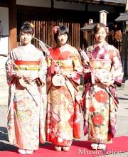 成人式を行った乃木坂46生駒、伊藤、川村