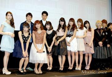 『9つの窓』初日記念イベントに出席したAKB48グループのメンバーとThinking Dogsら(撮影・桂 伸也)