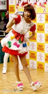 歌手デビューイベントで歌とダンスを披露した小林麻耶(撮影・桂 伸也)
