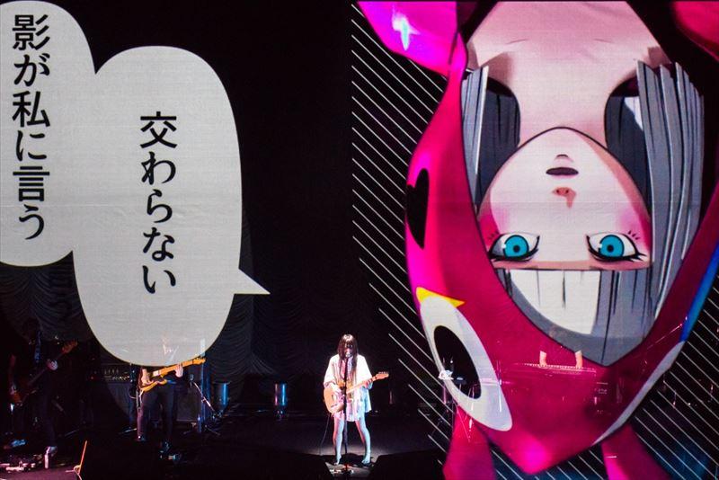 二次元と三次元が交差する幻想的な世界観が広がったさユりの東京公演