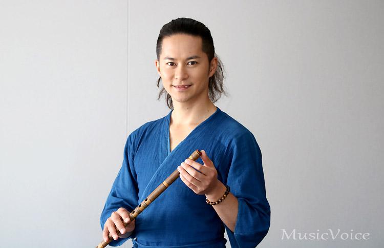 「笛一本で心を届けたい」と語る篠笛奏者の佐藤和哉。NHK連続ドラマ小説『ごちそうさん』の主題歌で話題に