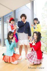 森田甘路が演じる福島満子を囲む、TPDの高嶋菜七、上西星来、櫻井紗季、脇あかり