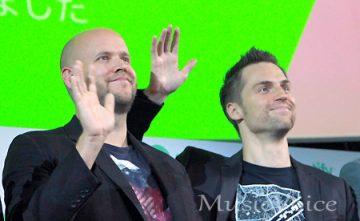 記者会見に出席した、SpotifyのCEOで創設者のダニエル・エク氏(左)とSportify JAPAN代表取締役のハネス・グレー氏(撮影・小池直也)