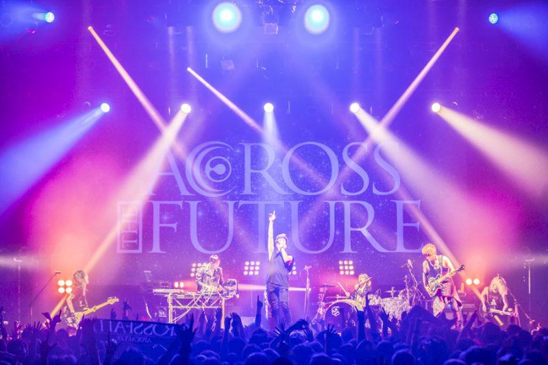 """ラウドで個性豊かな4バンドによる競演でかつてないほどの盛り上がりをみせた『""""ACROSS THE FUTURE 2016""""』(撮影・cazrowAoki)"""