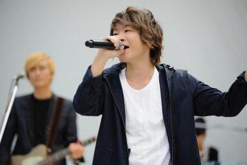 川崎でのライブで熱唱するAqua Timesボーカルの太志