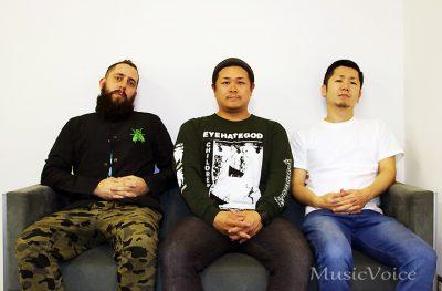 インタビューに応じたADAM(Vocals & Guitar)、EIJI(Drums)、TOMOHIRO(Bass)