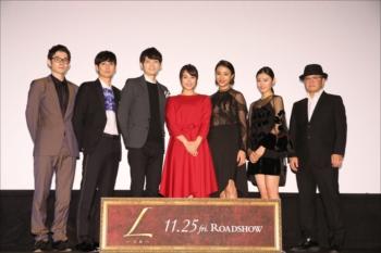 映画『L-エル-』完成披露上映会に出席した広瀬アリスら出演者と下山天監督