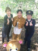「森のくまさん」MV撮影現場で出演者した左から鈴木奈々、上島竜兵、パーマ大佐の3人