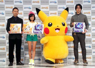 イベントに出席した左から増田順一氏、小島瑠璃子、ピカチュウ、大森滋氏