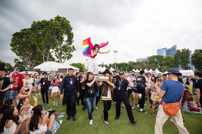 客席から登場したコムアイ(Alvin Ho  Laneway Festival Singapore)