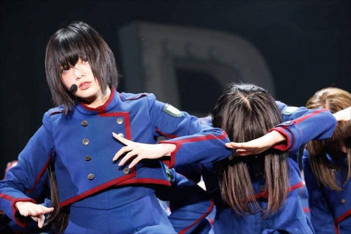 デビュー1周年記念ライブで堂々としたパフォーマンスを披露した欅坂46