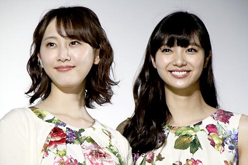 「めがみさま」でW主演を務めた松井玲奈と新川優愛