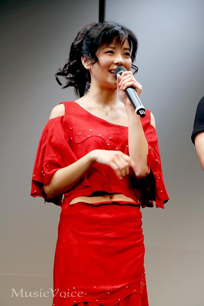 本田美奈子.さんの衣装を着て会見に臨んだ、田村芽実