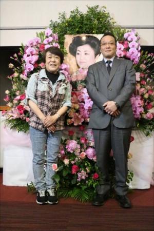 『第80回 美空ひばり生誕祭』に出席した加藤和也氏と神津カンナ女史