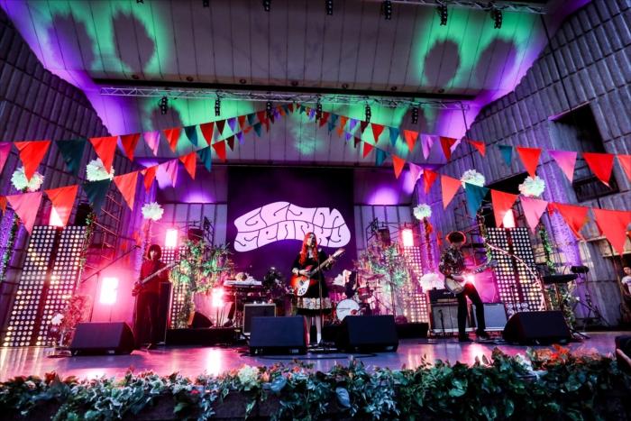 日比谷野外大音楽堂で『野音ライブ2017』を開催したGLIM SPANKY