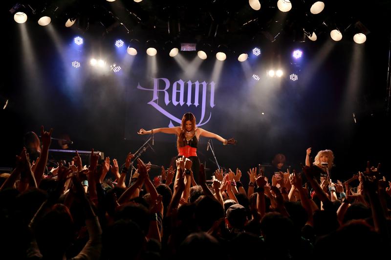 ツアーファイナルで熱演するRAMI(撮影=FUMI)