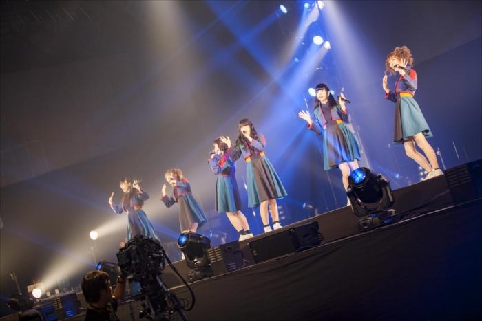 """全国ツアー『BiSH NEVERMiND TOUR RELOADED THE FiNAL """"REVOLUTiONS""""』のファイナル公演をおこなったBiSH"""