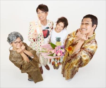 古坂のブログで公開されたピコ太郎夫妻と古坂夫婦