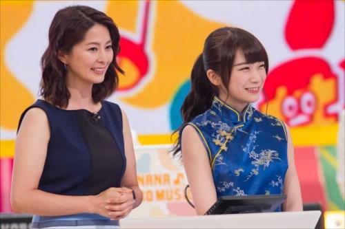 『バナナ♪ゼロミュージック』チャイナドレスで出演する秋元真夏とMCの杉浦友紀NHKアナウンサー