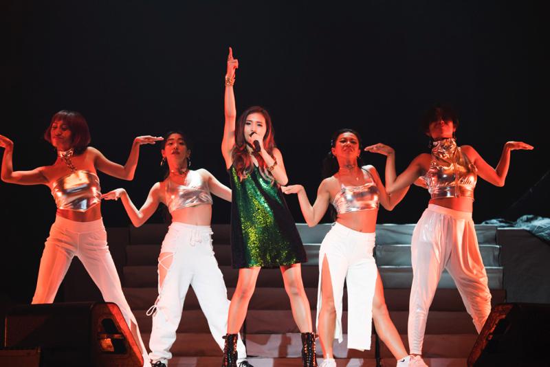 アリアナ・グランデの世界ツアー『ARIANA GRANDE DANGEROUS WOMAN TOUR』のサポートアクトを務めたBeverly