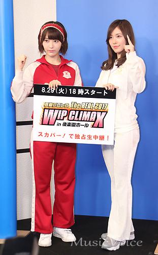 撮影に応じる松井珠理奈と宮脇咲良