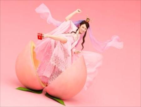 「三太郎シリーズ:auピタットプラン・織姫、登場」篇で織姫に扮する川栄李奈