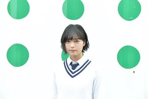 応援ガールとして盛り上げた欅坂46平手友梨奈