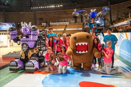 ロボット達とダンスを披露した東京パフォーマンスどーも