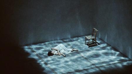 「群青」MVのワンシーン
