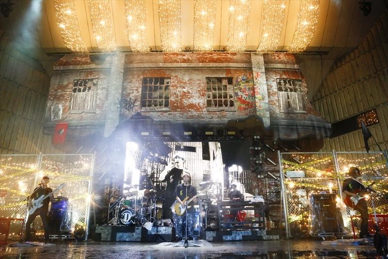 日比谷野外大音楽堂でワンマンライブ『DISH// 日比谷野外大音楽堂公演17'秋『MUSIC BOIN!!』』を開催したDISH//