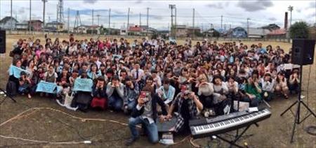 映画『氷菓』のロケ地である旧安中高校(群馬県安中市)でフリーライブを開催したイトヲカシ